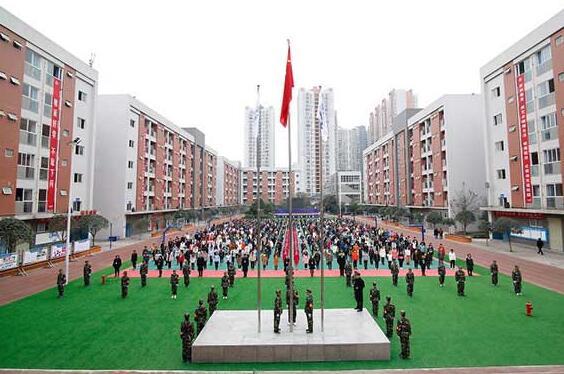 成都铁路工程学校升旗仪式图片