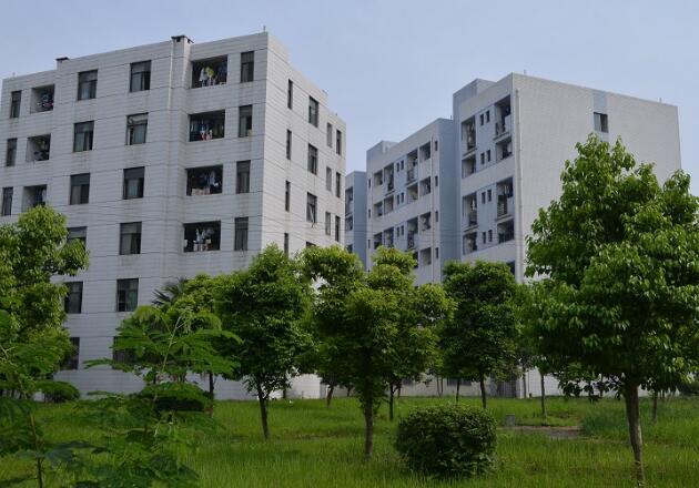 成都铁路运输学校学生宿舍区图片