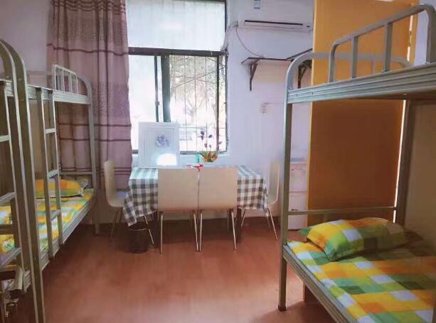 成都高铁学校宿舍寝室图片